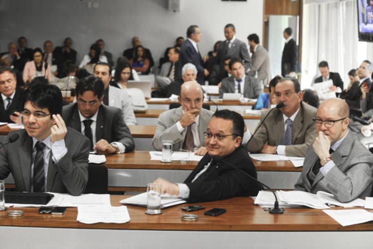Senadores da CCJ votam propostas para a reforma política