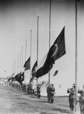 Cena da cerimônia de abertura dos Jogos Olímpicos de 1936. Berlim, Alemanha, 1° de agosto de 1936.