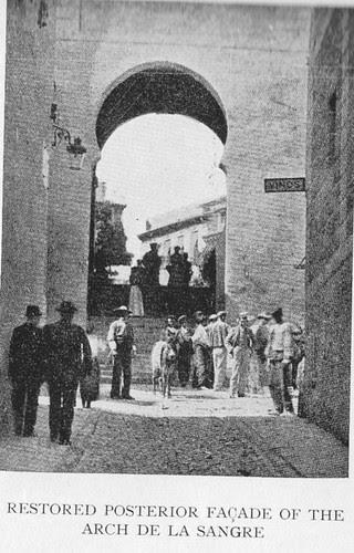 Arco de la Sangre a finales del siglo XIX, Toledo (España)