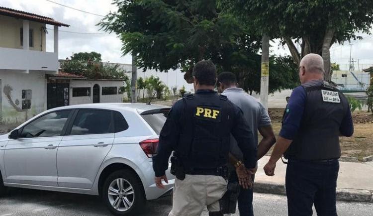 O homem foi flagrado dirigindo sob efeito de maconha no KM 604 da BR 324. - Foto: Divulgação | PRF-BA