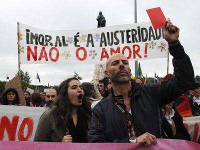 Los portugueses toman las calles de la capital contra las políticas de austeridad del gobierno conservador que siguen el dictamen de la troika.