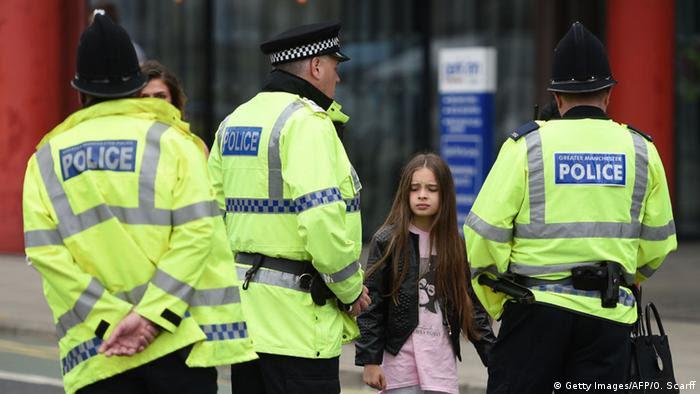 Großbritannien Tag nach dem Anschlag in Manchester (Getty Images/AFP/O. Scarff)
