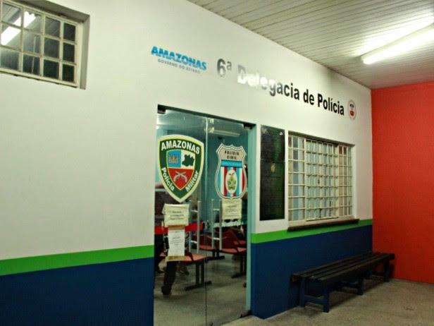 Os suspeitos foram levados para o 6º DIP, na Zona Norte da capital (Foto: Sérgio Rodrigues/ G1 AM)