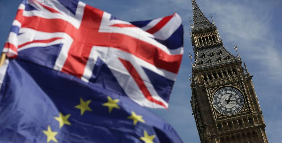 La bandera británica y la europea en una imagen de este marzo.