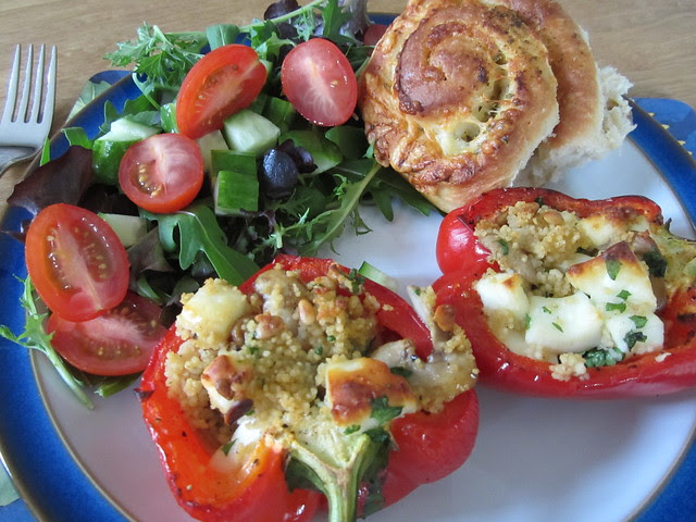 stuffed peppers and garlic bread (2)