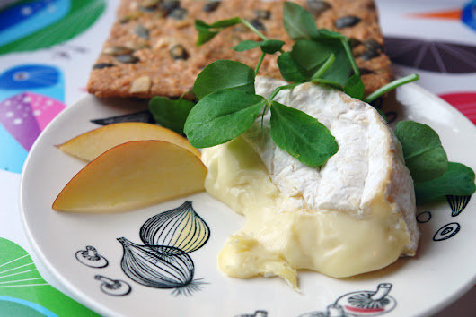 How to eat Camembert
