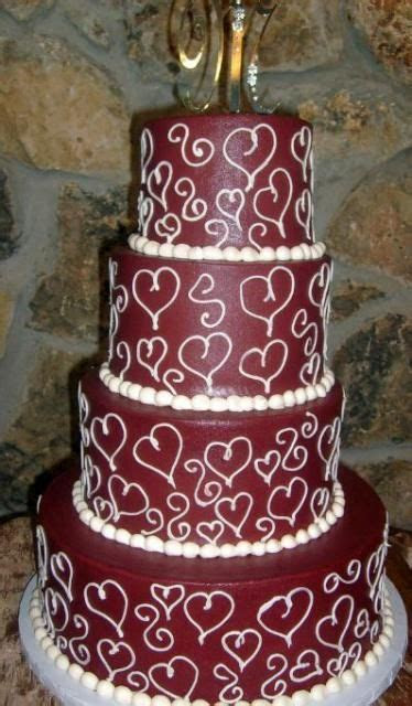 Four tier maroon wedding cake   Kleurskema