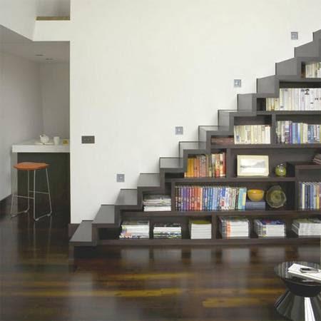 Mais uma escada estante.