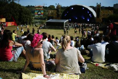 <p>Los macrofestivales al aire libre atraen cada año a miles de aficionados a la música. / EFE</p>