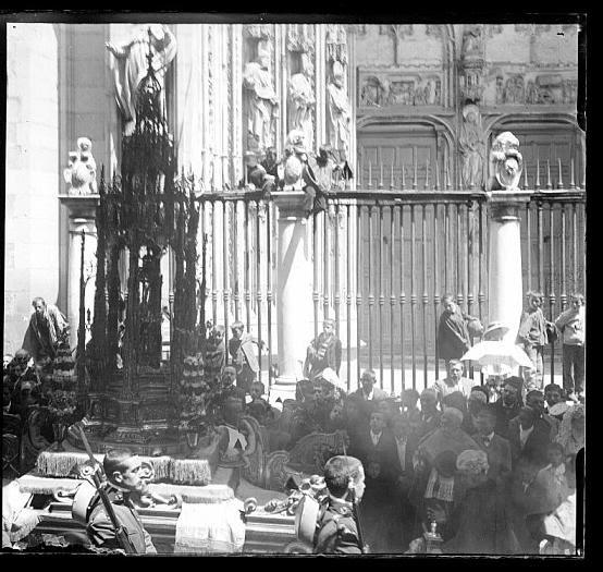 Procesión del Corpus Christi de Toledo hacia 1910. Colección de D. Santiago Relanzón Almazán. Ayuntamiento de Toledo