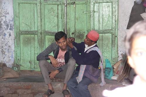 The Delhi Kan Ka Mail Nikalnewala by firoze shakir photographerno1