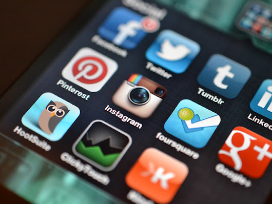 Social Media and Mobile Apps in Tandem for Boosting Business