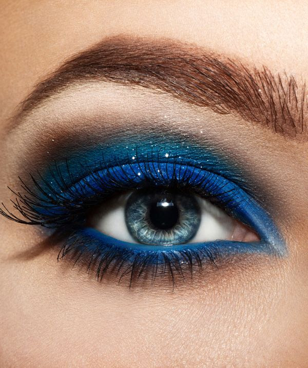 Make up eyes blue