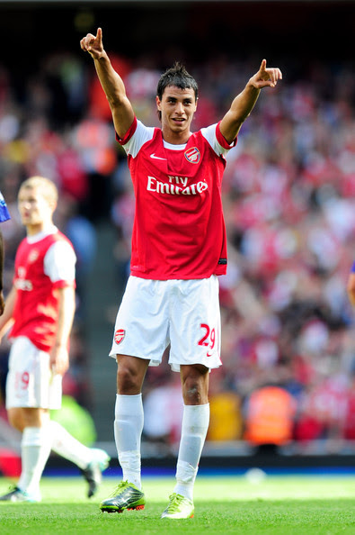 http://www3.pictures.zimbio.com/gi/Marouane+Chamakh+Arsenal+v+Bolton+Wanderers+_CYFfW-iSaIl.jpg