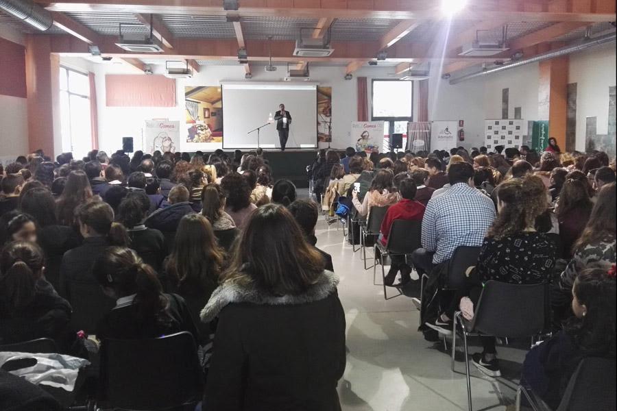 Salón de actos repleto de participantes en los II Relicat Games