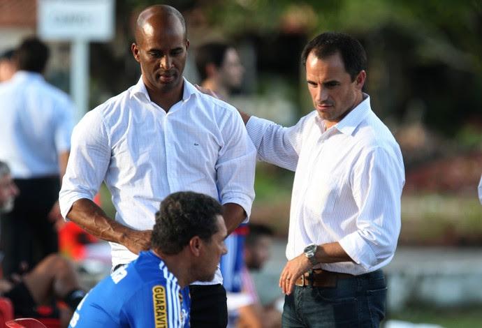 Fabinho faz estágio no Flamengo com Rodrigo Caetano (Foto: Carlos Mota)