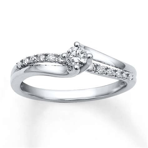 Diamond Engagement Ring 1/4 carat tw Round cut 10K White