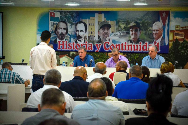 0208-ministro-turismo-cuba1.jpg