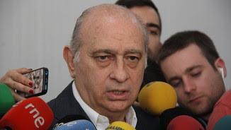 El ministre de l'Interior en funcions atén els mitjans