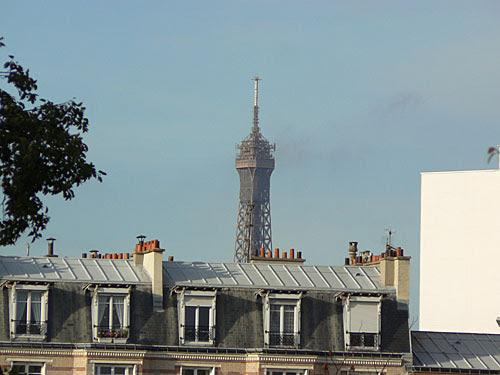 tour eiffel sur les toits.jpg