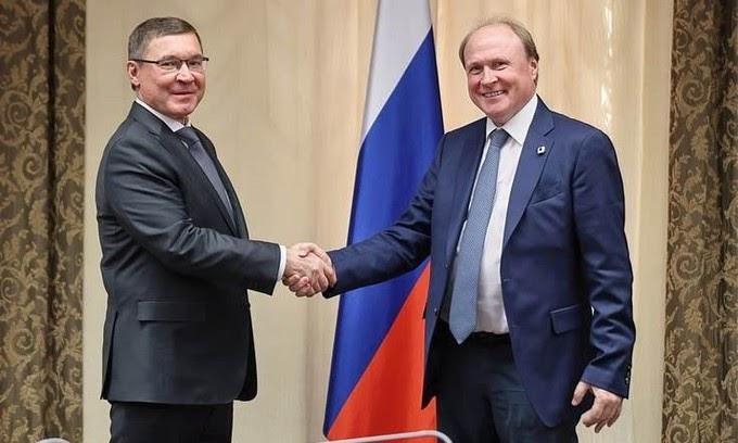 Полномочный представитель президента в УФО обсудил развитие русского языка с советником главы государства