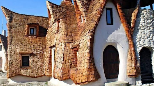 Couple build 'fairytale' castle in Transylvania - BBC News