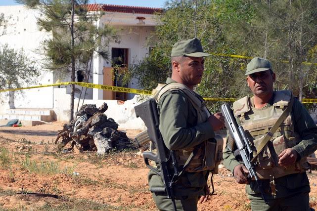 Des patrouilles de l'armée se sont déployées dans... (PHOTO FATHI NASRI, AFP)