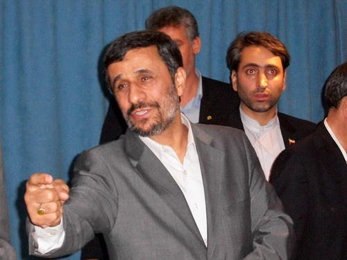 Iran President Mahmoud Ahmadinejad greeting invited guests at a meeting held in the Warwick Hotel in New York. The leader met with representatives of the African-American liberation movement and antiwar activists from the U.S. (Photo: Abayomi Azikiwe) by Pan-African News Wire File Photos