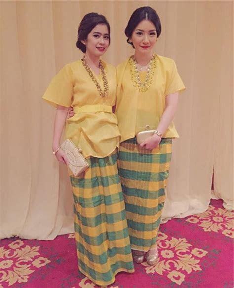 baju kebaya  rok batik moco wo