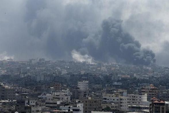 Shejaia burning today morning amid intense Israeli shelling - Photo via Reuters