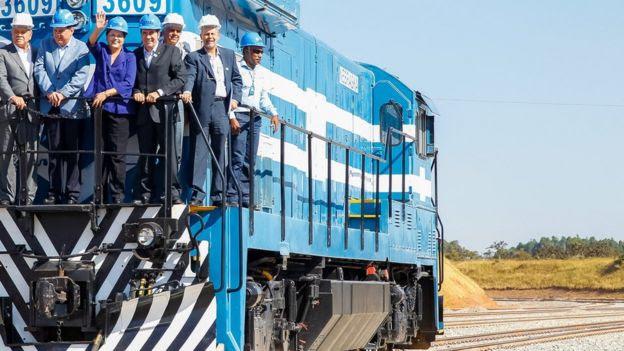 A então presidente Dilma Rousseff visita trecho da ferrovia Norte-Sul em Goiás, em 2014