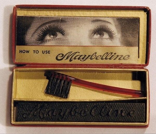 """Victorian Era Gibson Girls"" home-cooked their mascara from ashes"