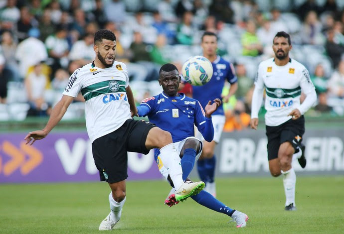 Coritiba Cruzeiro (Foto: Giuliano Gomes/ Agência PRPRESS)