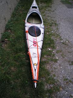 Linea di traino montata su un kayak da mare