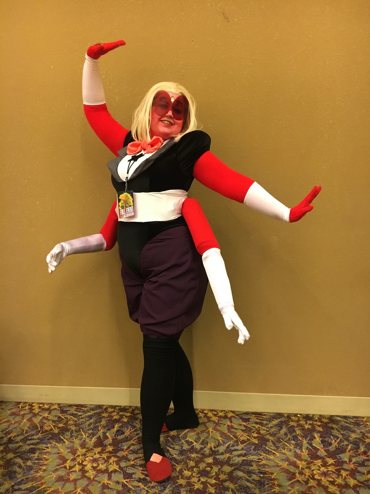 I had such a blast as Sardonyx at Phoenix Comicon this year! More under the cut… [[MORE]]The arms are fully posable, though I was lazy about it for most pictures… I made her hammer too, but...