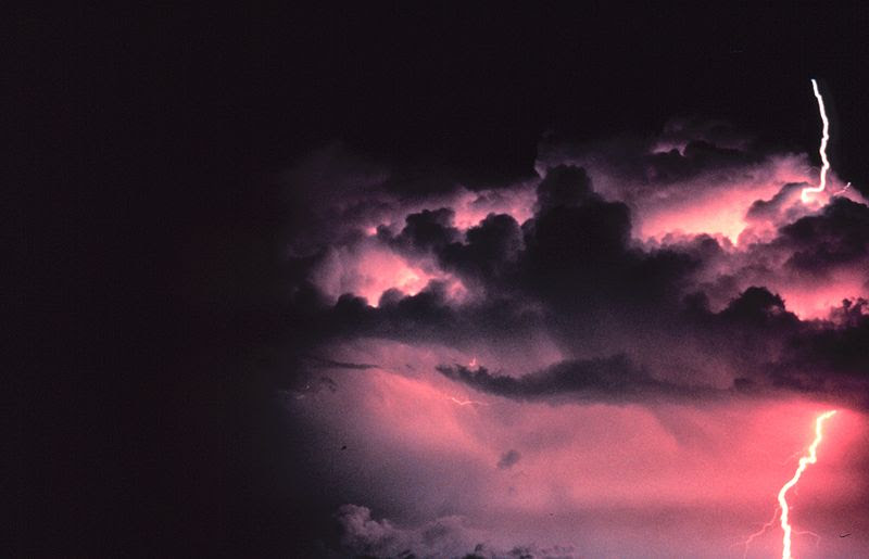 File:Cloud-to-ground lightning stroke - NOAA.jpg
