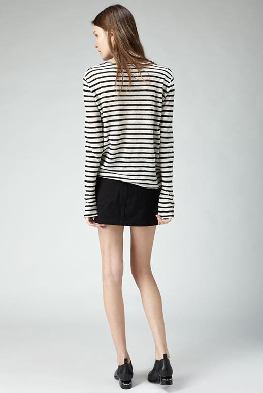 LE FASHION BLOG THE PERFECT BLACK  WHITE STRIPE STRIPED TEE TSHIRT SHIRT TOP T BY ALEXANDER WANG LINEN AND SILK STRIPES LONG SLEEVE LEATHER SKIRT CUT OUT MIRROR HEEL FLAT OXFORD