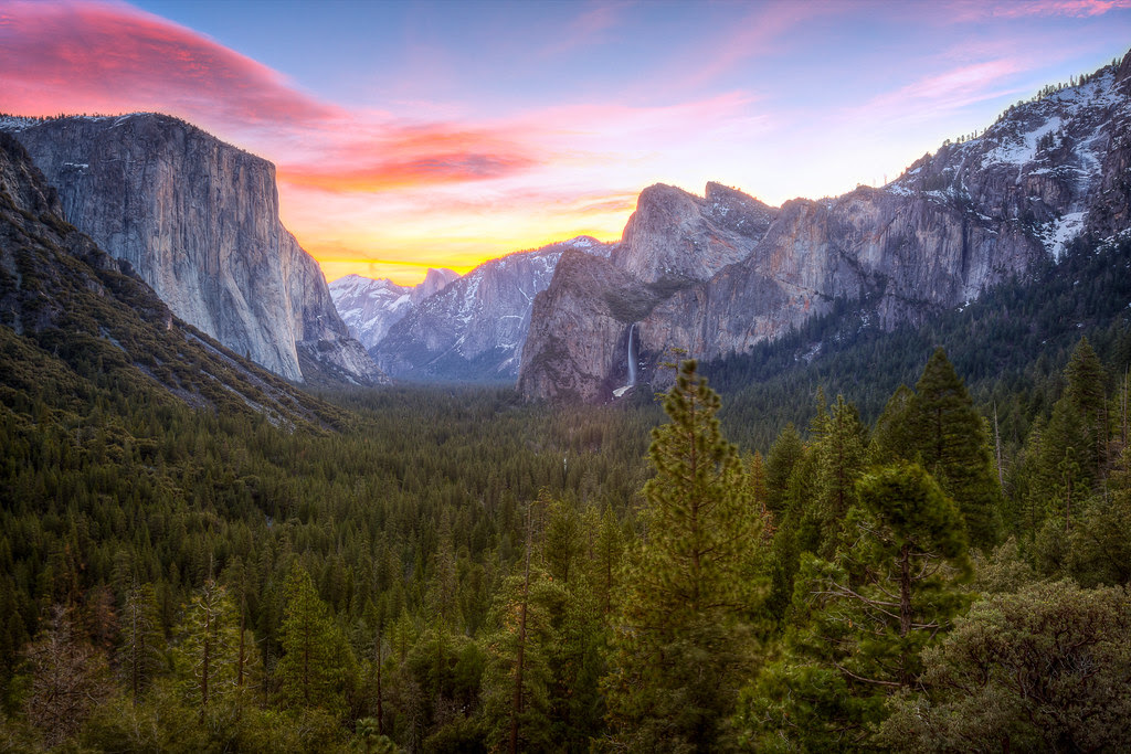 Yosemite Valley - Tunnel View Sunrise