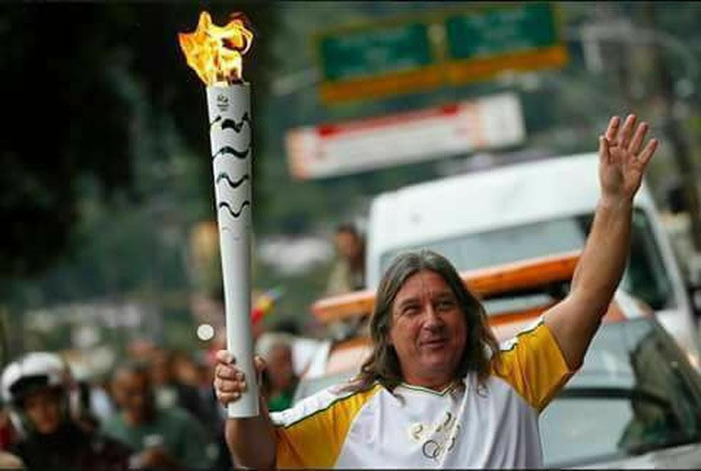 Bill foi um dos condutores da tocha olímpica na região (Foto: Facebook)