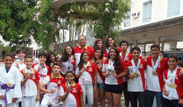Equipe do Salesiano festeja sucesso nos jogos do RN sob o comando do professor Marcos Patriota
