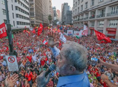PT critica votos 'claramente combinados' no TRF4 e garante: 'Lula é candidato'