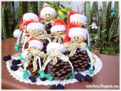 Muitos Bonequinhos de Pinha para o Natal