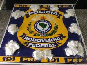 Quatro homens são detidos por tráfico de drogas na Fernão Dias em Vargem (Foto: Divulgação/PRF)