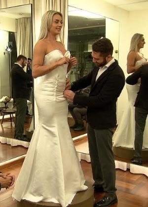 """Juju prova vestido de noiva durante um quadro do programa """"Legendários"""""""