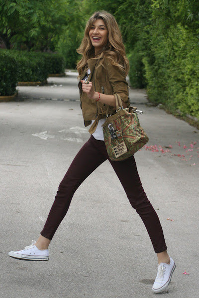 Chaki-gestuz-jacket-pattern-george-gina-lucy-bag-burgundy-zara-pants