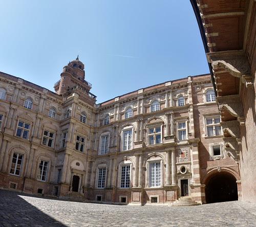 Cour de l'hôtel d'Assezat à Toulouse