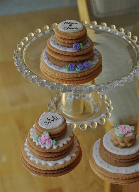 Mini Stacked Wedding Cake Cookies   Biscotti