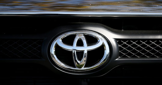 Toyota to make automatic braking standard by end of '17