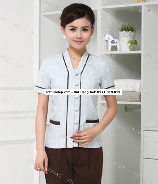 Áo buồng phòng với màu sắc nhã nhặn phù hợp với các tông màu kết hợp với thiết kế tinh tế tạo nên một chiếc áo b,uồng phòng ti