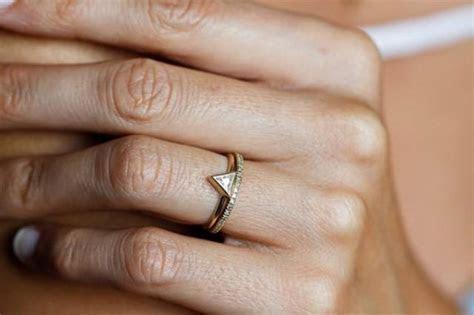 Minimalist Engagement Rings   Weddbook